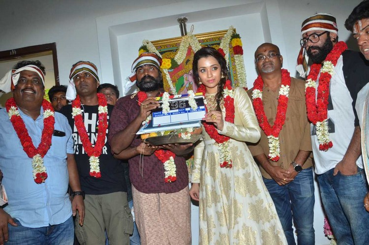 96-vijay-sethupathi-trisha-pooja-stills-024