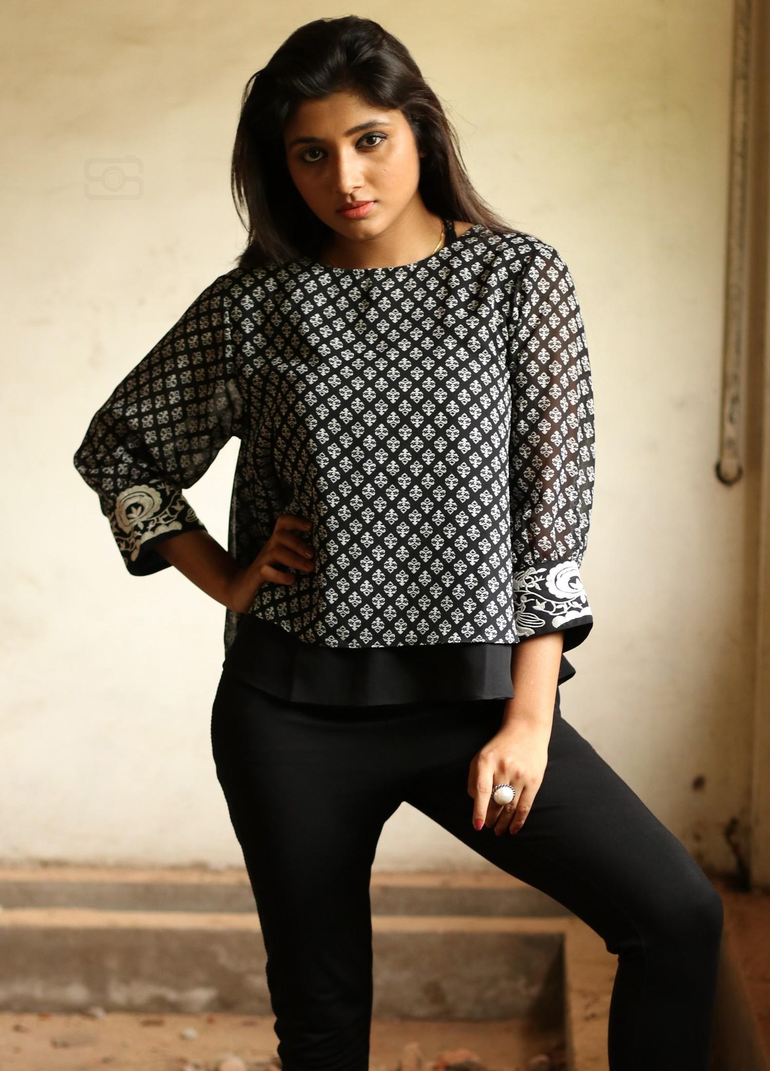 adhiti-actress-stills-011