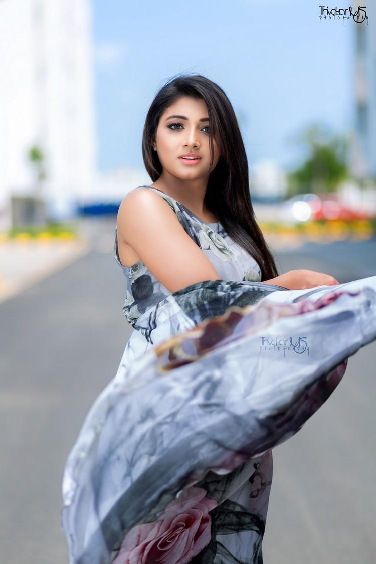 adhiti-actress-stills-012