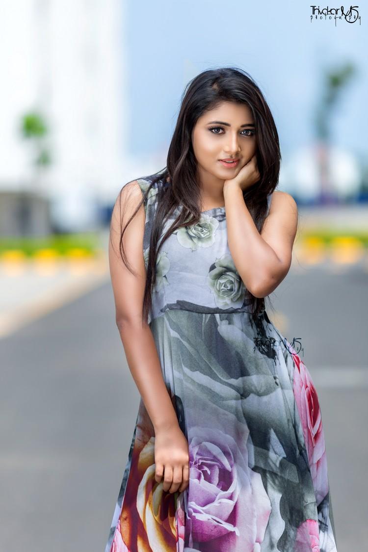 adhiti-actress-stills-014