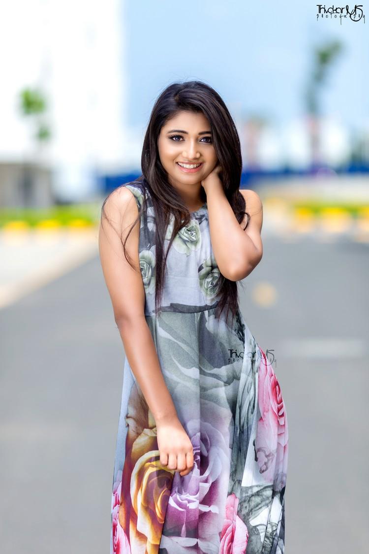 adhiti-actress-stills-017