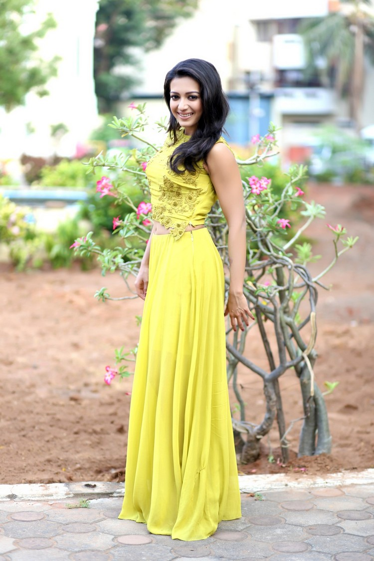 catherine-tresa-actress-ps-stills-001