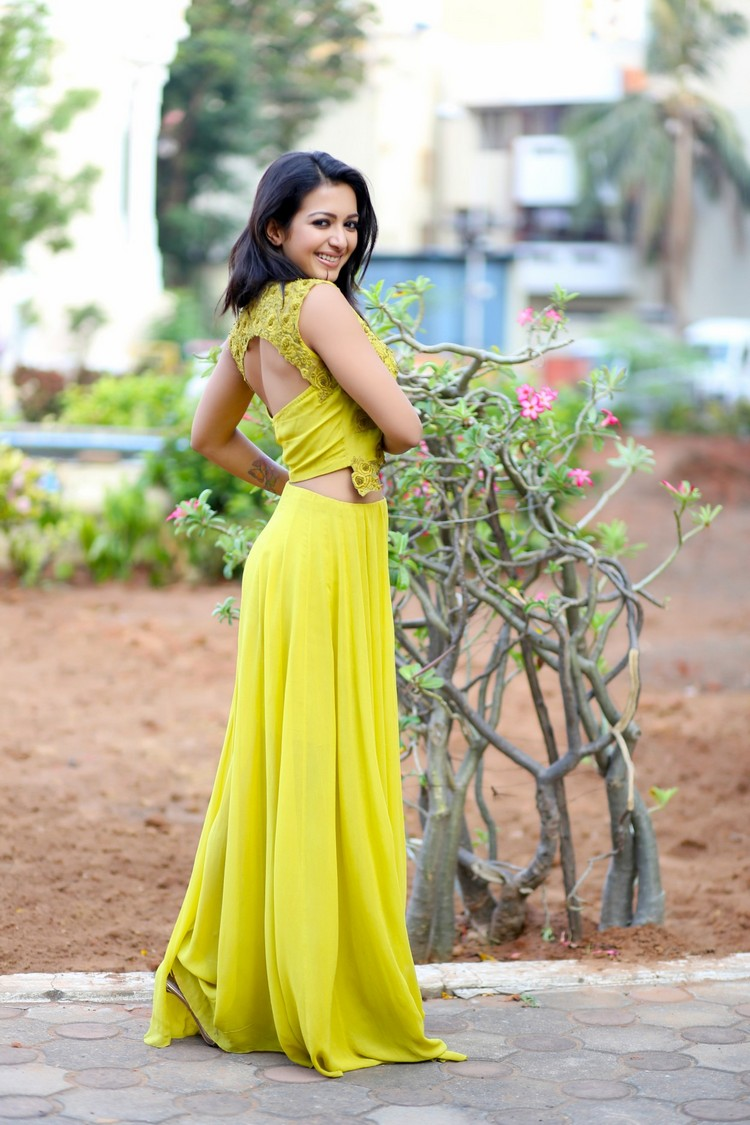 catherine-tresa-actress-ps-stills-016