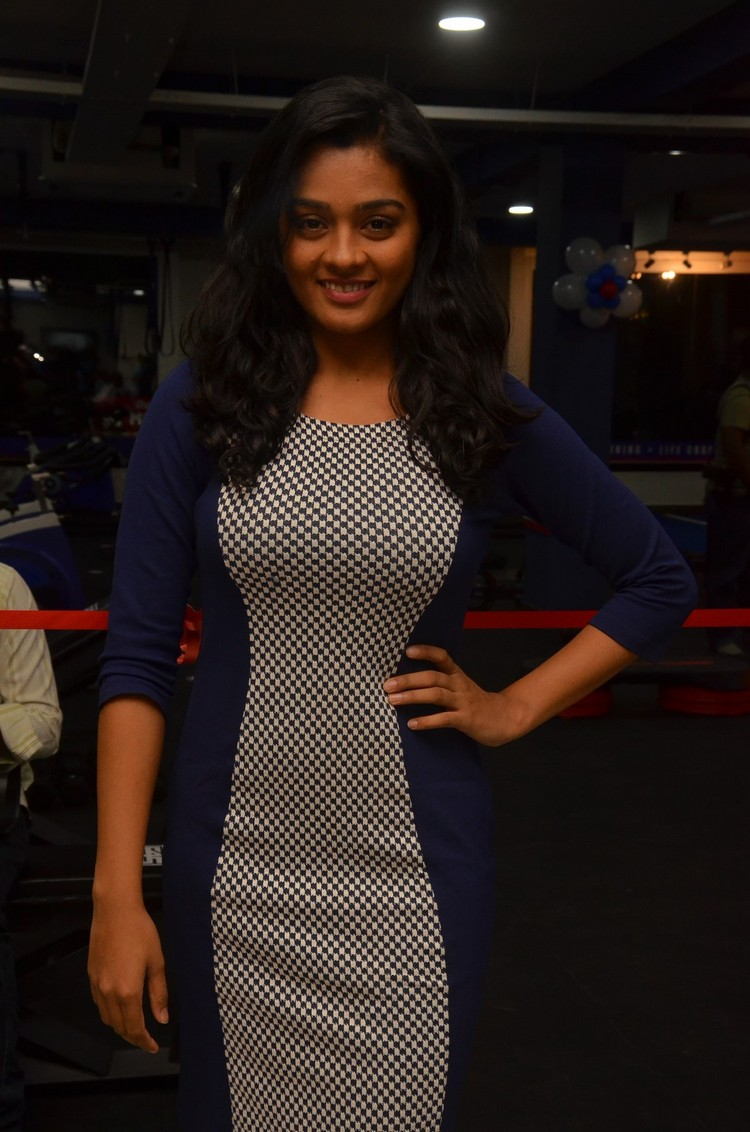 actress-gayathri-stills-006