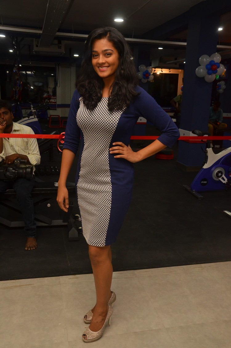 actress-gayathri-stills-010