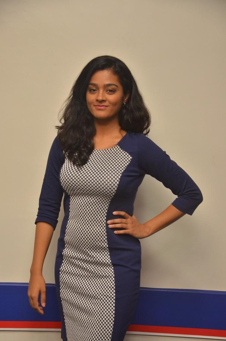 actress-gayathri-stills-013