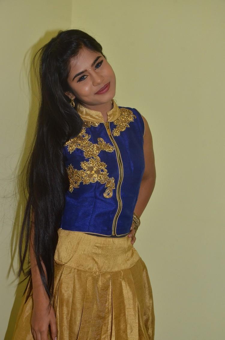 kaanal-movie-pooja-stills-001