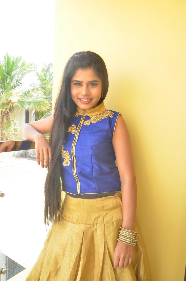 kaanal-movie-pooja-stills-002