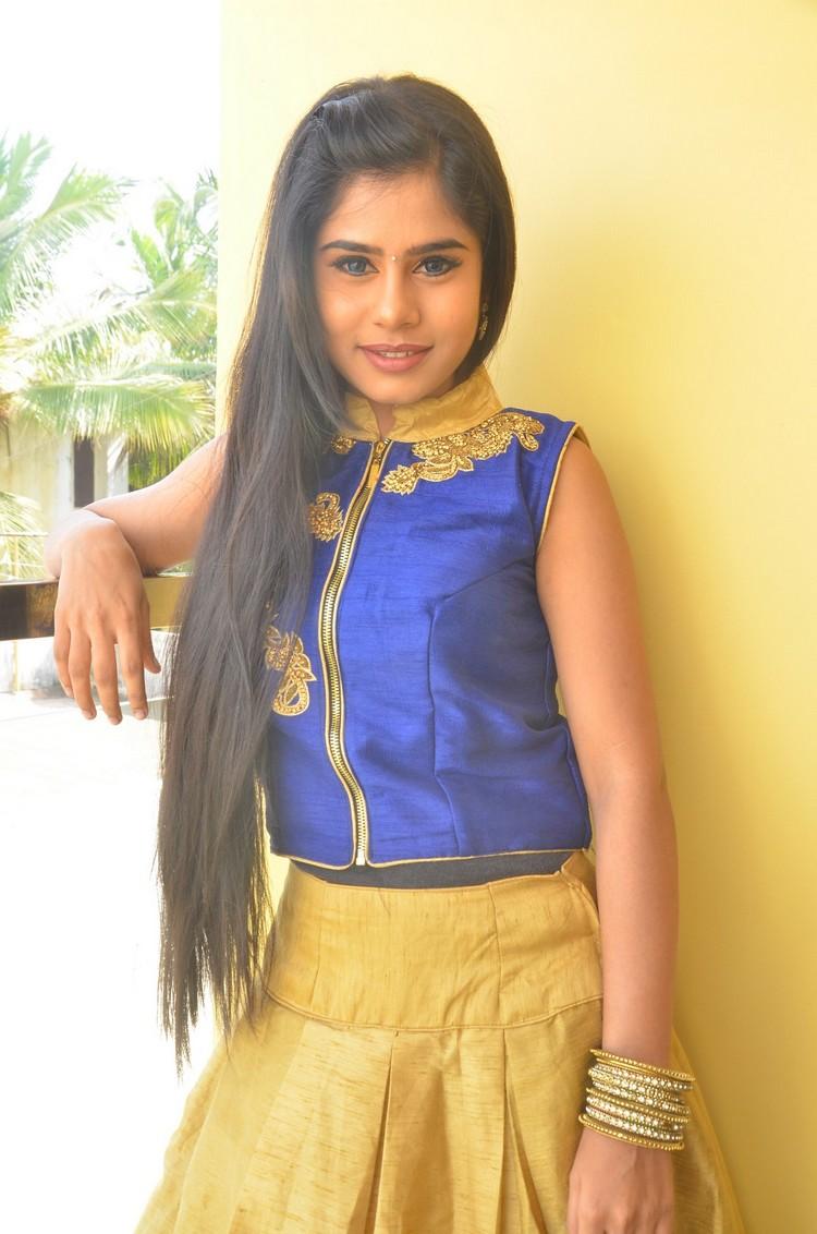 kaanal-movie-pooja-stills-003