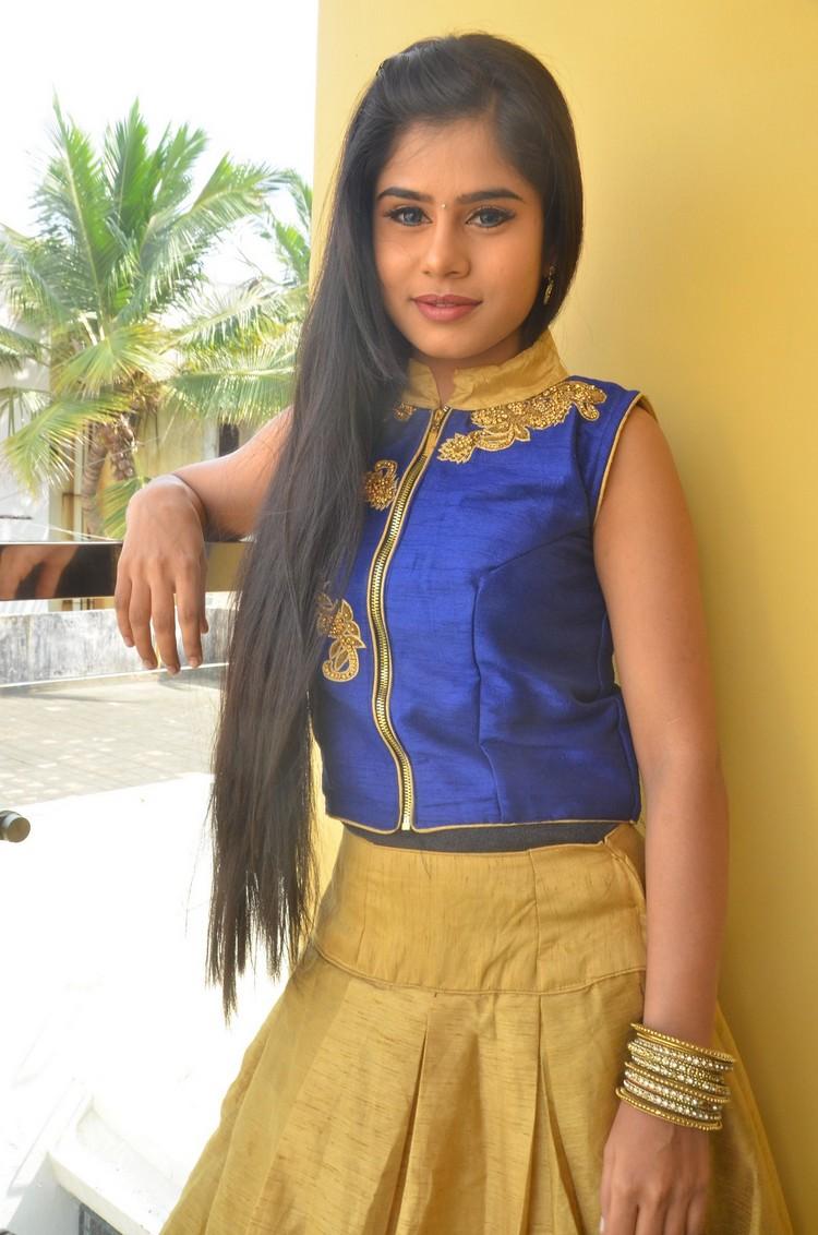 kaanal-movie-pooja-stills-004