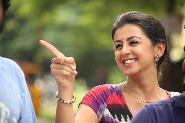 maragatha-naanayam-movie-stills-009
