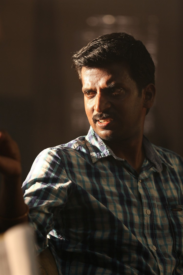 maragatha-naanayam-movie-stills-020