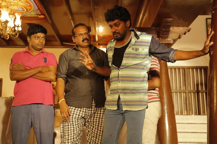 onaaigal-jaakiradhai-movie-stills-005