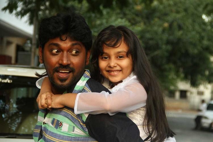 onaaigal-jaakiradhai-movie-stills-048