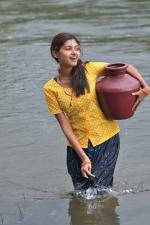oviya-police-raajyam-movie-working-stills-002