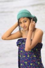 oviya-police-raajyam-movie-working-stills-006