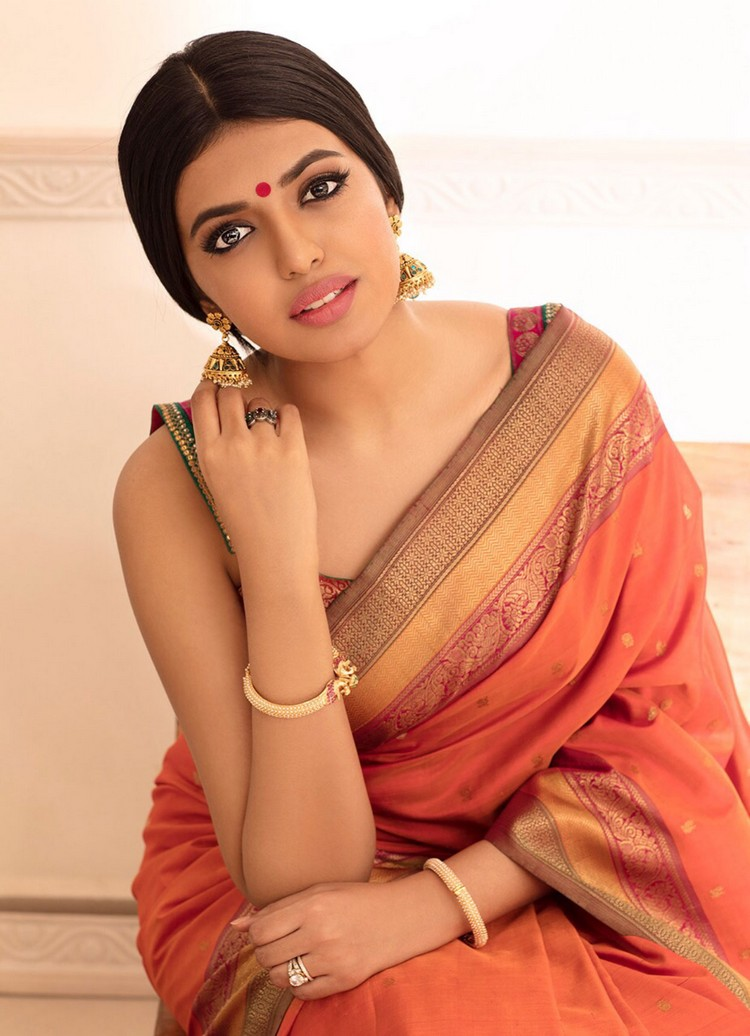 actress-shivani-rajasekar-stills-003