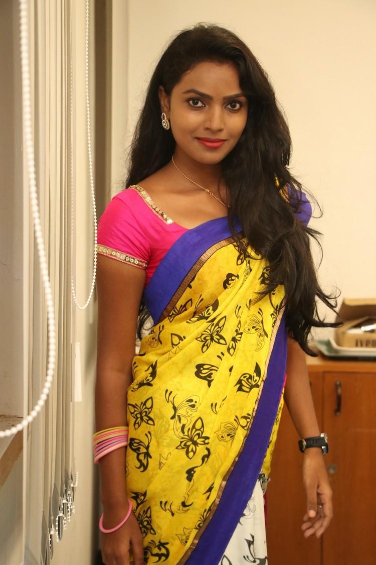 sowmya-actress-stills-008