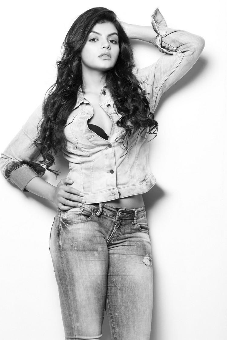 actress-tejashree-stills-003