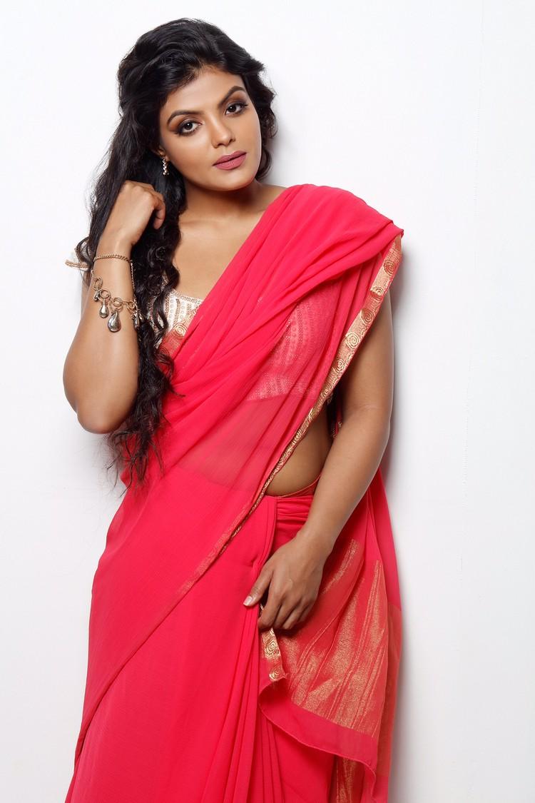 actress-tejashree-stills-010