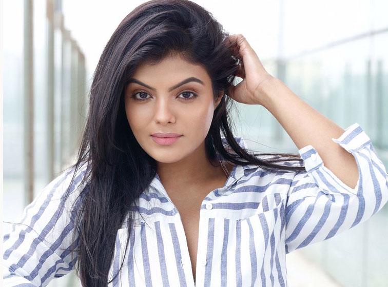 actress-tejashree-stills-012