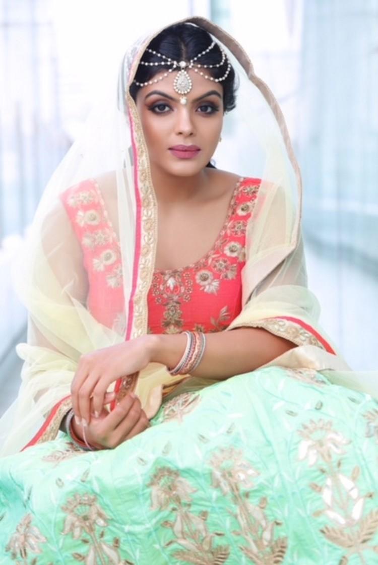 actress-tejashree-stills-007