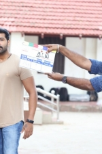 thadam-movie-pooja-stills-031