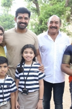 thadam-movie-pooja-stills-037