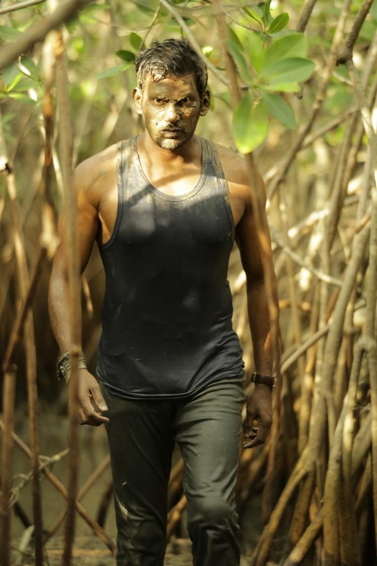 thupparivaalan-movie-stills-025