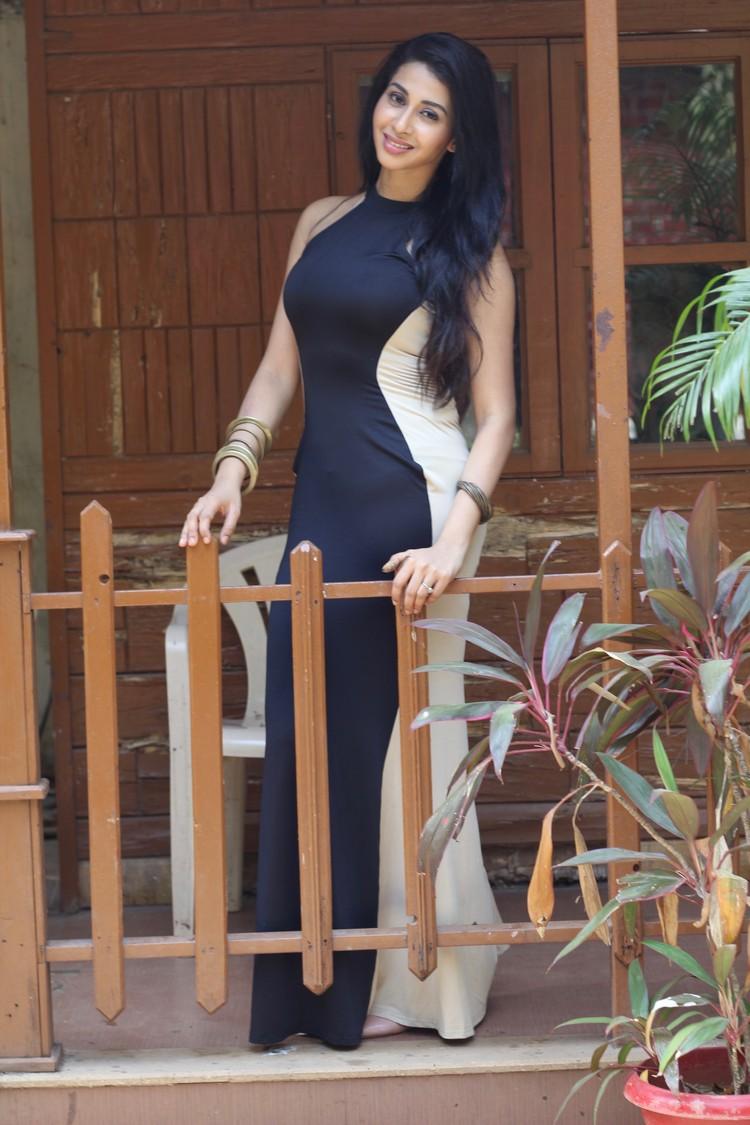 actress-urmila-gayathri-stills-003