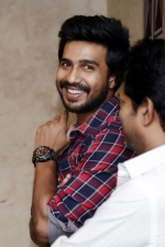 vishnu-vishal-movie-pooja-stills-020