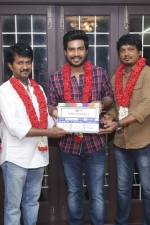 vishnu-vishal-movie-pooja-stills-025