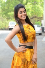 telugu-actress-yamini-bhaskar-stills-016