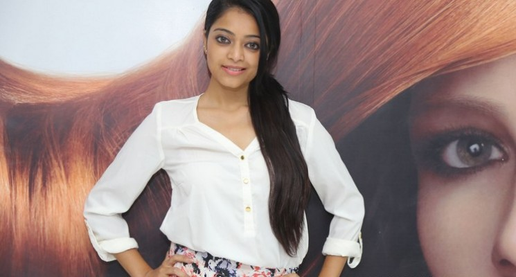 Actress Janani Iyer Launches 'Essensuals Salon'