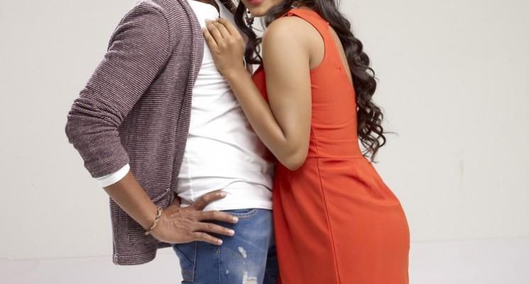 Vallavanukku Pullum Aayutham Movie Posters & Stills