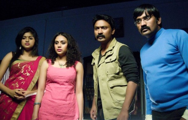 Yamirukka Bayamey Movie Review