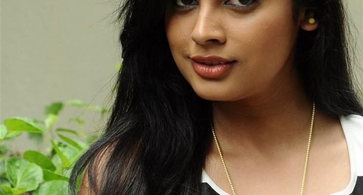 Nalanum Nandhiniyum Movie Special Show Stills