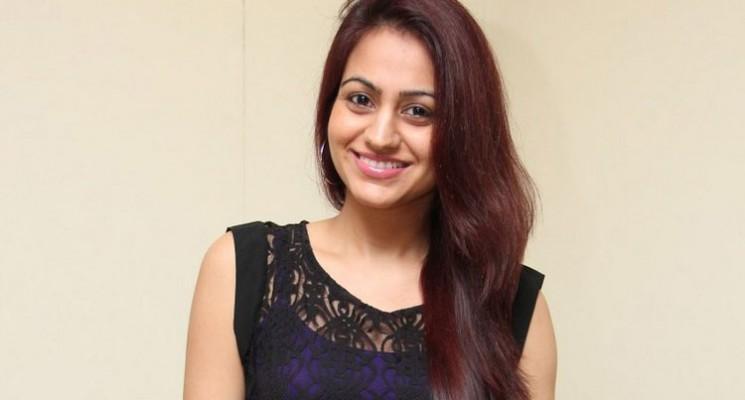 Actress Aksha Pardasany Photos