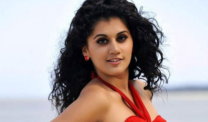 Taapsee replaces Trisha for Vishal's hat-trick director!