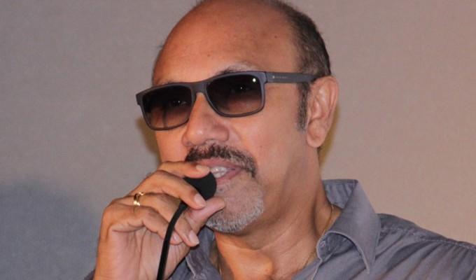 ஹீரோக்கள் டூயட் பாடுவதை பார்த்து வயிறெரியும் சத்யராஜ்..!