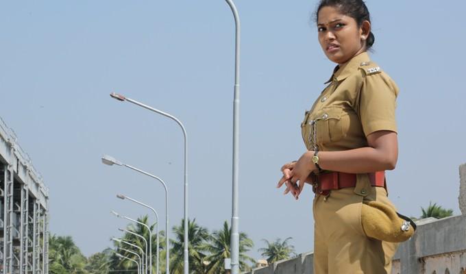 'மிக மிக அவசரம்' மூலம் இயக்குனரான தயாரிப்பாளர் 'சுரேஷ் காமாட்சி'!