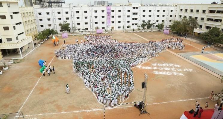 எம்.ஜி.ஆர் பல்கலைக்கழகத்தில் மனிதர்களால் உருவாக்கப்பட்ட 'இந்திய வரைபடம்'!