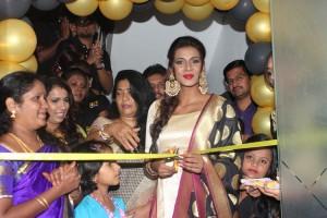 Actress Meera Mithun Launches Ace Salon & Spa Photos