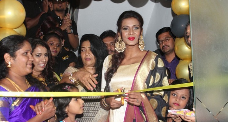 Actress Meera Mithun Launches Ace Salon & Spa Photos