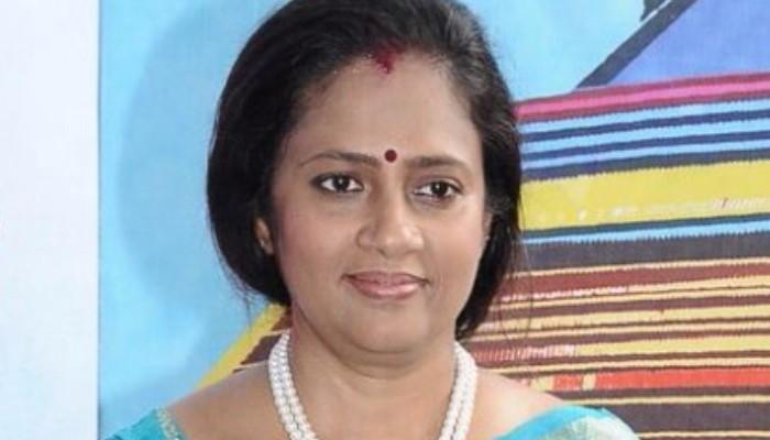 ஈ.பி.எஸ்-ஓ.பி.எஸ்-தினகரனை செமையாக நக்கலடித்த லட்சுமி ராமகிருஷ்ணன்..!