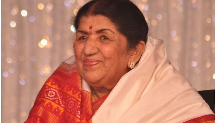 பின்னணி பாடகி லதா மங்கேஷ்கர் மருத்துவமனையில் அனுமதி
