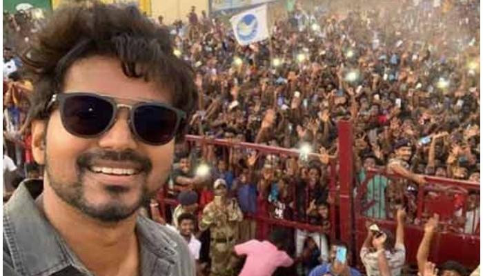நடிகர் விஜய் எடுத்த செல்பி – சமூக வலைதளங்களில் வைரல்!