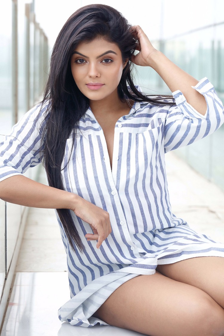 actress-tejashree-stills-002
